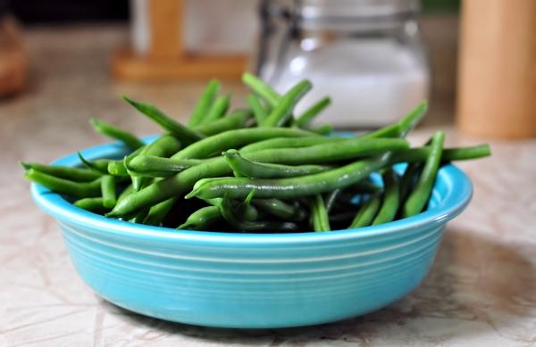 bowl od string beans