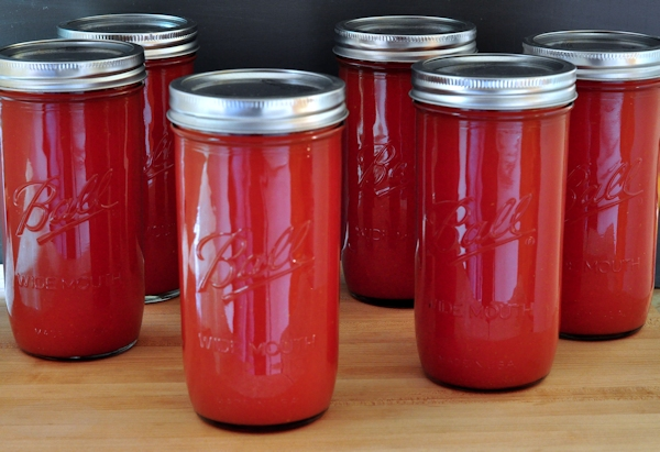 jars of canned tomato sauce